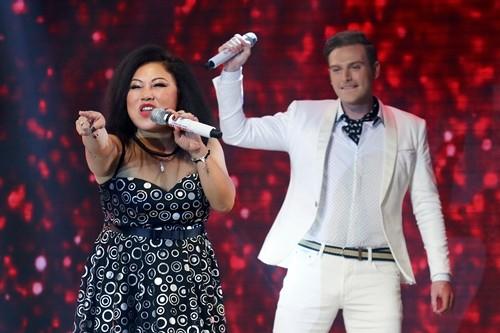 Ca sĩ Siu Black (trái) tái xuất sân khấu sau nhiều năm