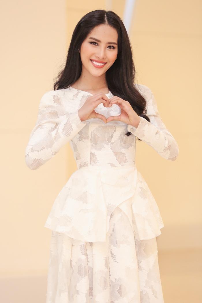 Trước bộ phim Lô tô, top 8 Hoa hậu Trái đất Nam Em cũng đã chính thức tham gia bộ phim Hồ sơ lửa 1.100 tập sẽ chính thức phát sóng từ tháng 3-2017 kéo dài đến năm 2020. Ảnh: VTC