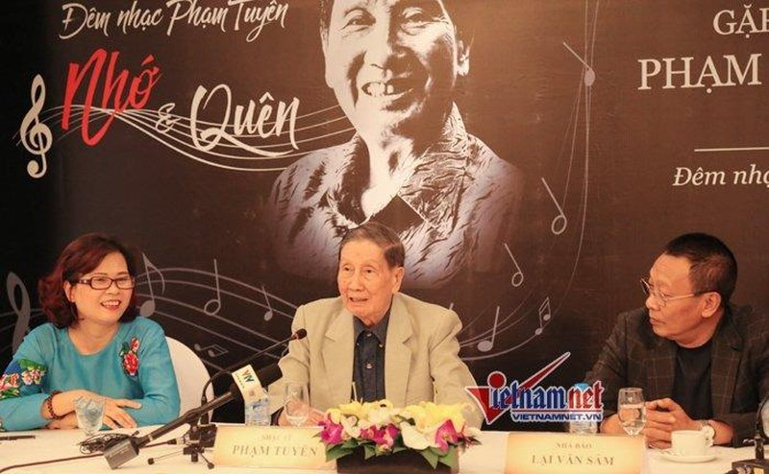 Nhạc sĩ Phạm Tuyên, MC Lại Văn Sâm và con gái nhạc sĩ Phạm Tuyên. Ảnh VNN
