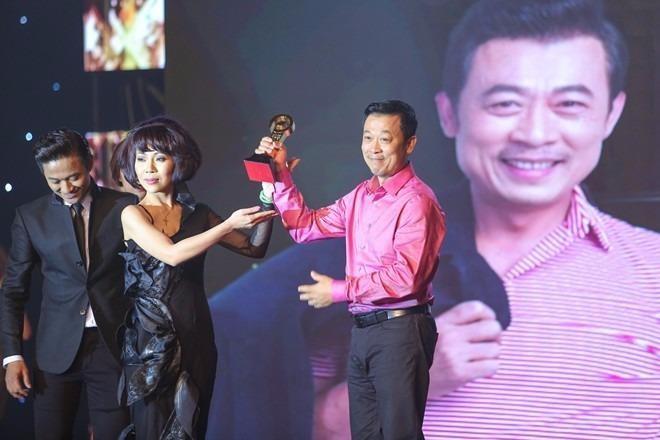 Tại lễ trao giải, nghệ sĩ Vân Sơn nhận giải
