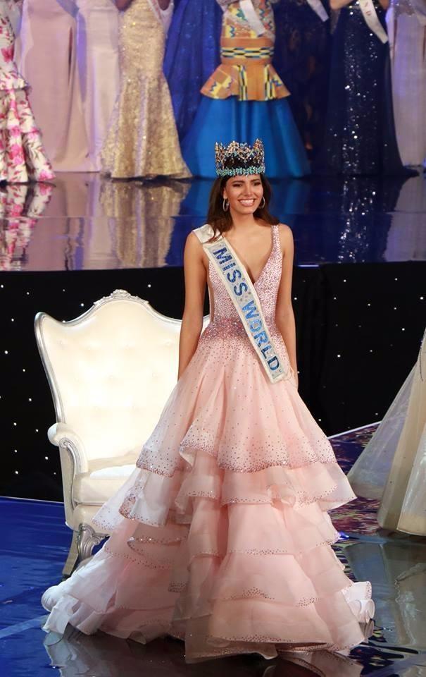 Hoa hậu Stephanie Del Valle của Puerto Rico sinh năm 1996
