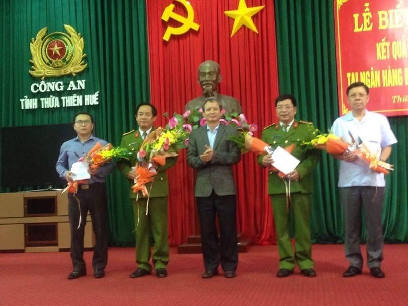 Vụ cướp Ngân hàng BIDV ở Huế:Khen thưởng ban chuyên án  - ảnh 3