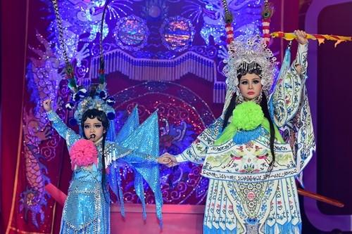 Trong đêm chung kết tại TP HCM, bé Mai Chi hóa thành Nghệ sĩ Ưu tú Thanh Trang. Trong tiết mục, Mai Chi mặc trang phục cổ, thể hiện chất giọng cao vút và khả năng diễn xuất nhuần nhuyễn, tự tin.
