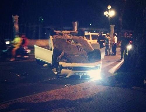 Khoảng 23 giờ 40 ngày 3/11/2014, chiếc ô tô BMW 523i màu trắng của Võ Hoàng Yến chạy với tốc độ cao trên đường hướng rat rung tâm Sài Gòn. Bất ngờ, chiếc xe mất lái, lao lên lề đường, tong vào cây và bị lật ngửa.