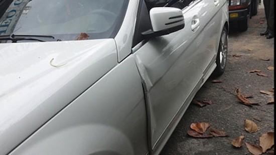 Nguyên nhân xảy ra vụ tai nạn được cho là vì khi mở cửa bước ra, tài xế của Thanh Hằng đã không quan sát cẩn thận khiến chiếc xe máy phía sau lao vào cánh cửa và người ngồi trên xe bị chấn thương.