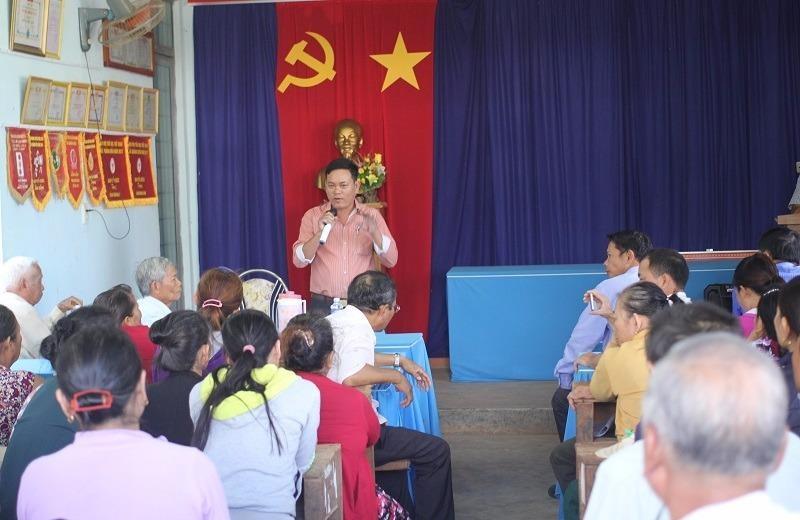 UBND xã xin lỗi vụ trưởng công an xã đá bay thau cá - ảnh 2