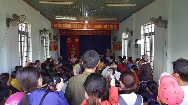 UBND xã xin lỗi vụ trưởng công an xã đá bay thau cá - ảnh 1