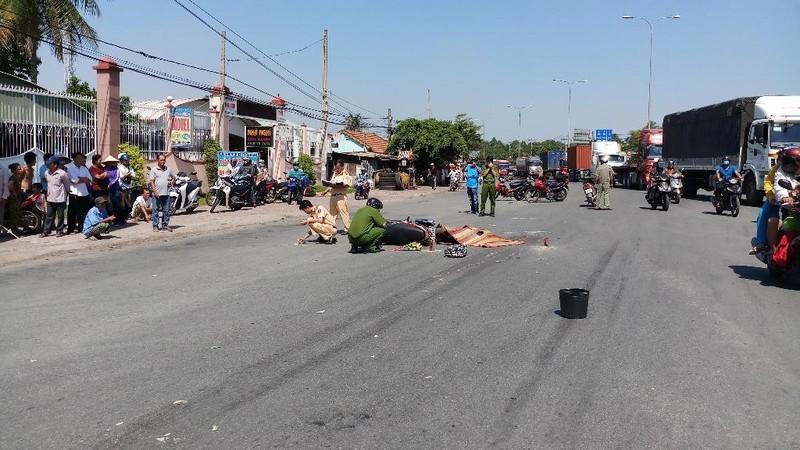 1 phụ nữ bị container cán tử vong khi đi chơi Suối Tiên - ảnh 1