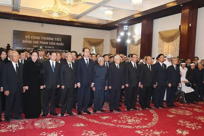 Lãnh đạo Đảng, Nhà nước viếng cố TT  Phan Văn Khải - ảnh 1