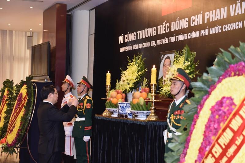 Lãnh đạo Đảng, Nhà nước viếng cố TT  Phan Văn Khải - ảnh 12