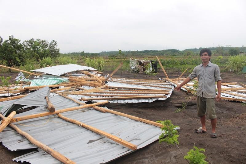 Lốc xoáy quét qua Bù Đốp dỡ hàng chục nóc nhà dân - ảnh 4