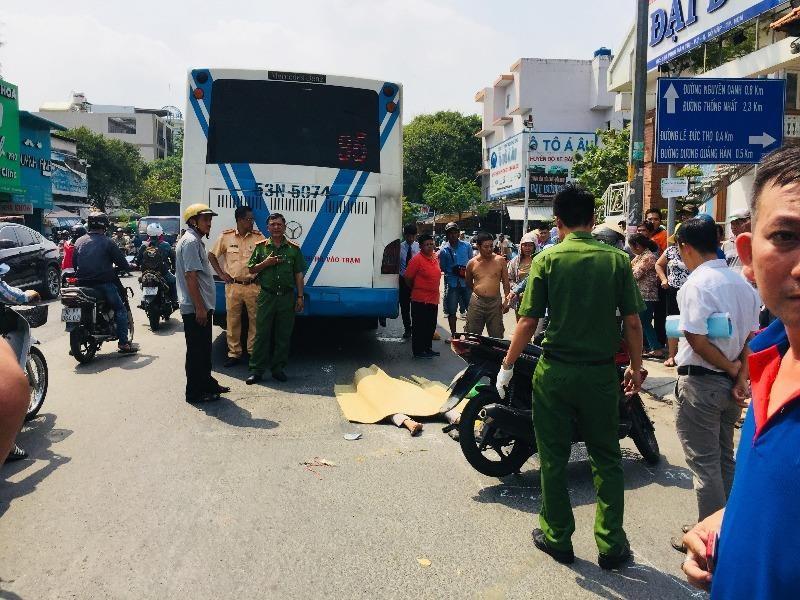 1 nam thanh niên bị xe buýt cán tử vong ở Gò Vấp - ảnh 1