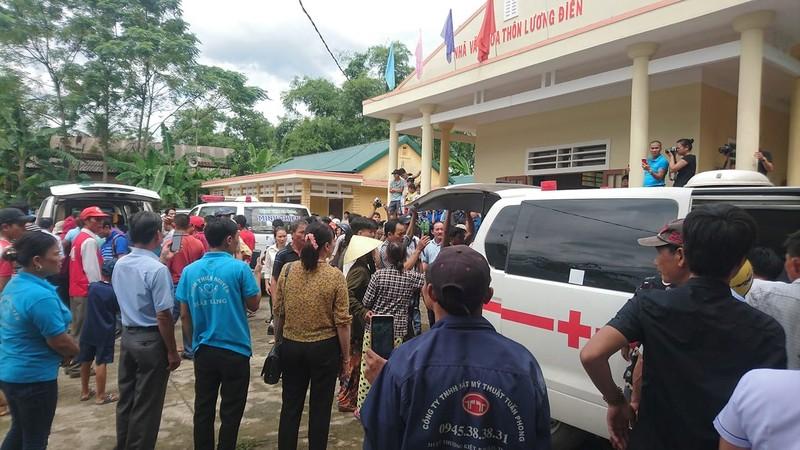 Người nhà đau đớn nhận dạng 13 người bị nạn ở Quảng Nam - ảnh 2