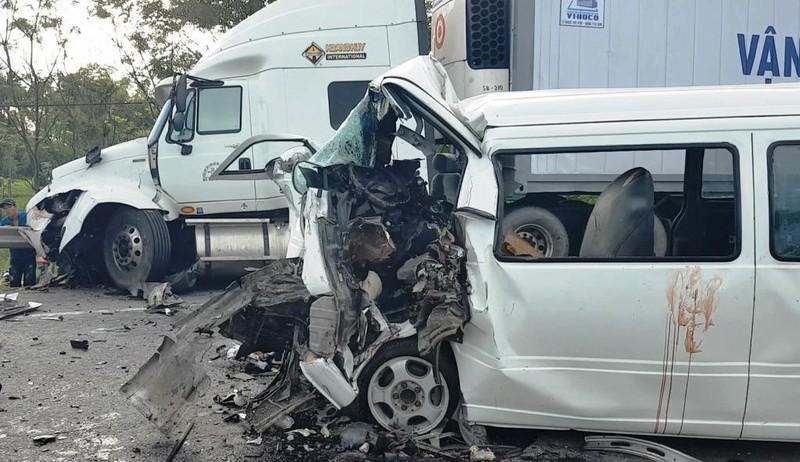 Hiện trường vụ tai nạn thảm khốc khiến 13 người tử vong - ảnh 2