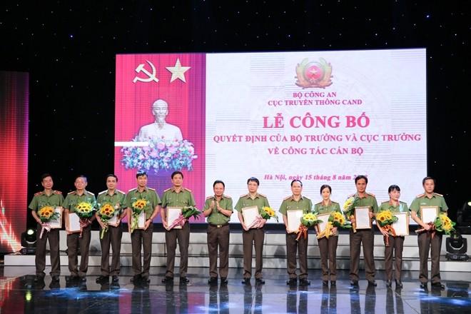 Trao quyết định bổ nhiệm lãnh đạo 10 cơ quan công an - ảnh 6