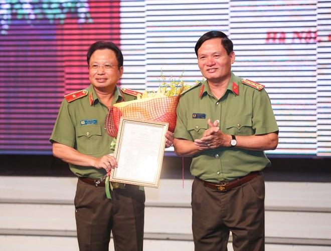 Trao quyết định bổ nhiệm lãnh đạo 10 cơ quan công an - ảnh 7