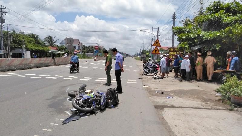 CSGT đưa nạn nhân đi cấp cứu bằng xe đặc chủng  - ảnh 1