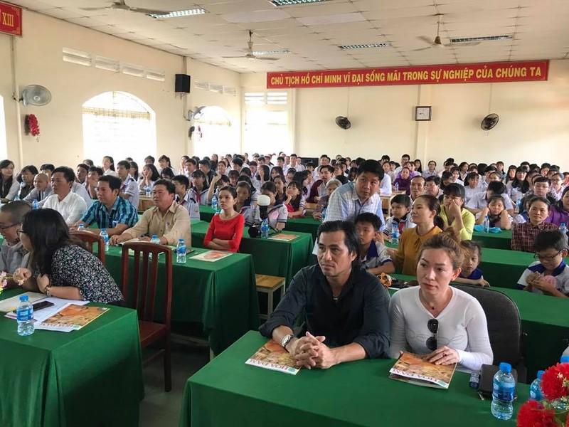 Nghệ sĩ Xuân Anh trao 150 suất học bổng cho HS nghèo Củ Chi - ảnh 5