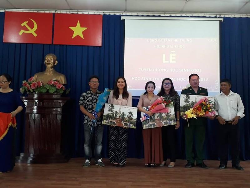 Nghệ sĩ Xuân Anh trao 150 suất học bổng cho HS nghèo Củ Chi - ảnh 6