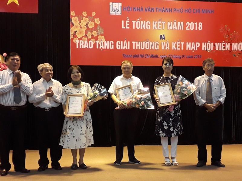 Giải thưởng Hội Nhà văn TP.HCM tôn vinh nhà thơ Lê Giang - ảnh 4