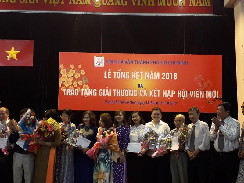 Giải thưởng Hội Nhà văn TP.HCM tôn vinh nhà thơ Lê Giang - ảnh 6