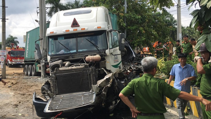 Kinh hoàng: 5 người chết vụ container tông ô tô ở quốc lộ 22 - ảnh 4