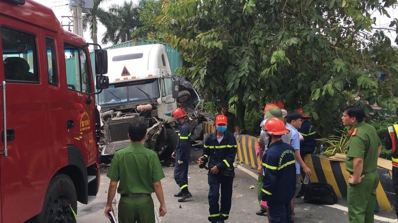 Kinh hoàng: 5 người chết vụ container tông ô tô ở quốc lộ 22 - ảnh 8