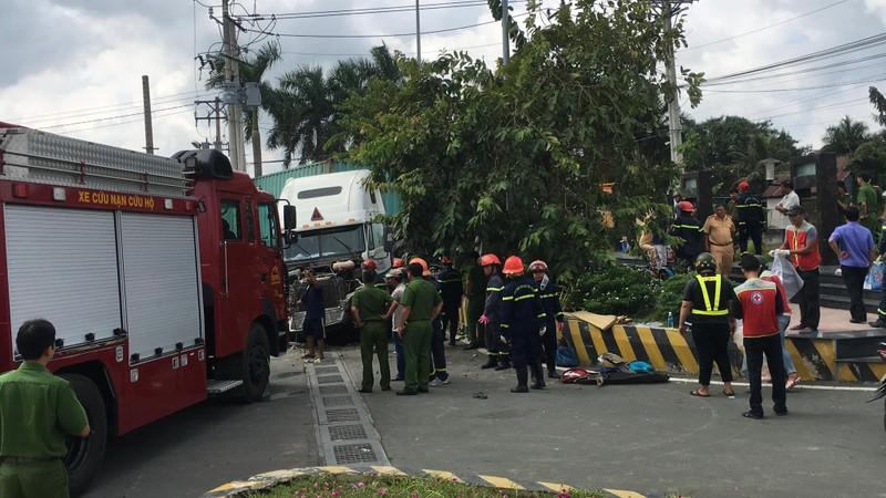 Kinh hoàng: 5 người chết vụ container tông ô tô ở quốc lộ 22 - ảnh 7