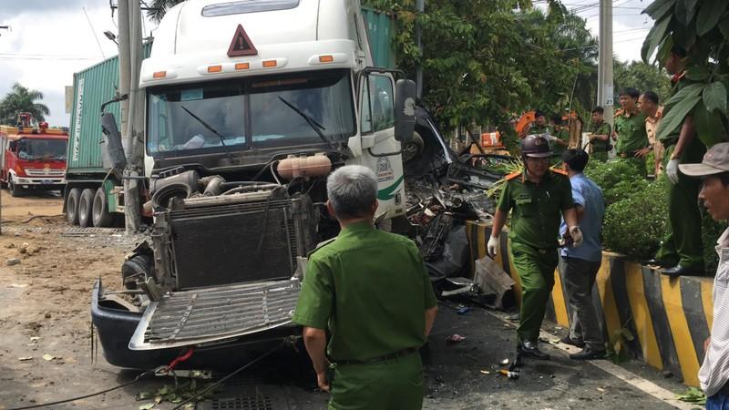 Kinh hoàng: 5 người chết vụ container tông ô tô ở quốc lộ 22 - ảnh 2
