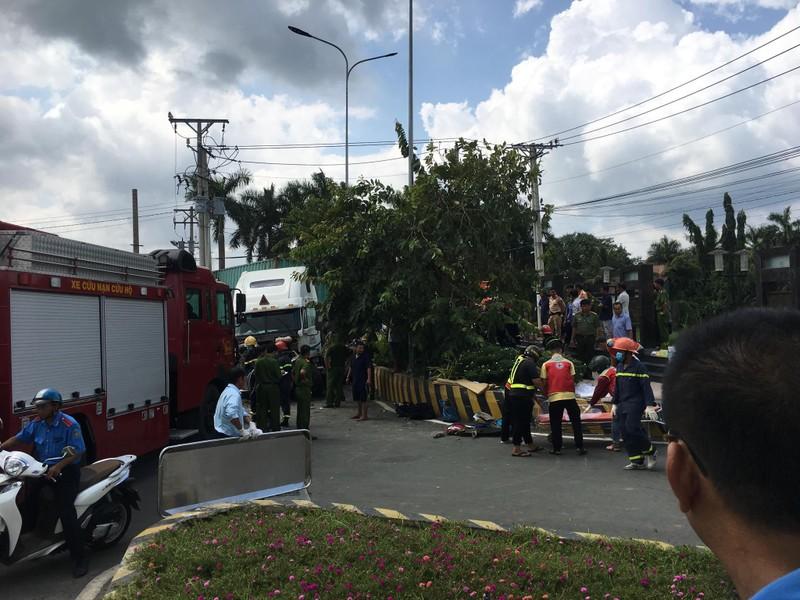 Kinh hoàng: 5 người chết vụ container tông ô tô ở quốc lộ 22 - ảnh 9