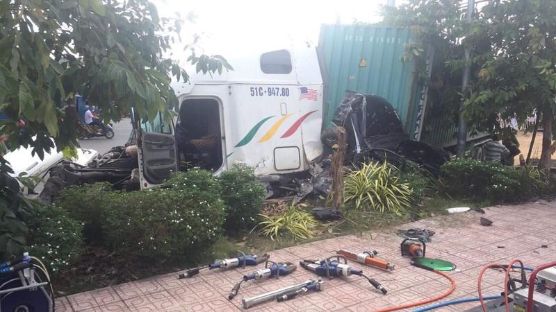 Kinh hoàng: 5 người chết vụ container tông ô tô ở quốc lộ 22 - ảnh 13