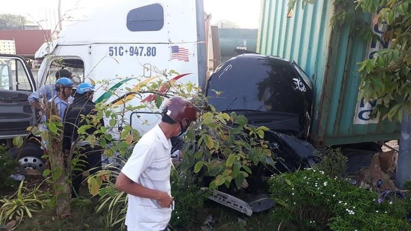 Kinh hoàng: 5 người chết vụ container tông ô tô ở quốc lộ 22 - ảnh 12