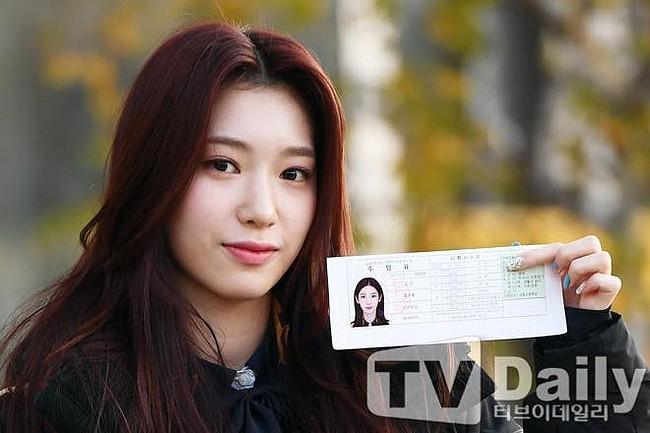Dàn sao xinh đẹp Idol Kpop đi thi đại học  - ảnh 8