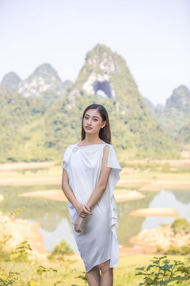 Chùm ảnh Lương Thùy Linh trước khi sang Anh thi Miss World - ảnh 4