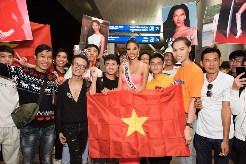 Hoàng Thùy đã chính thức sang Mỹ thi Miss Universe 2019 - ảnh 3