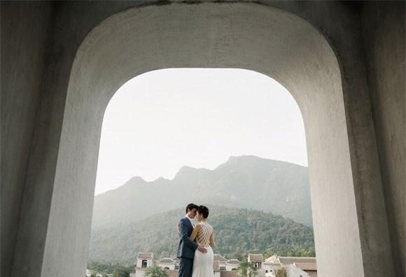 Á hậu, MC Hoàng Oanh tung hết ảnh cưới với chồng Tây  - ảnh 9