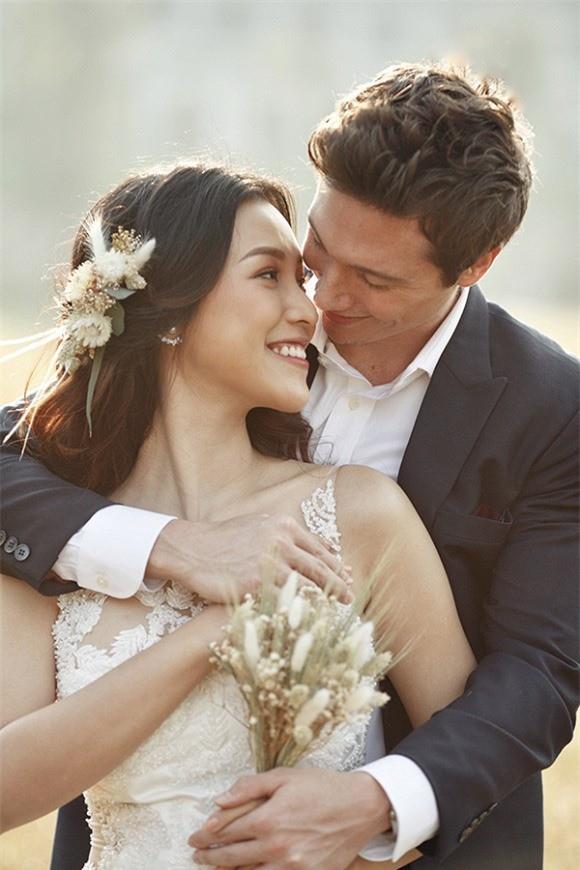 Á hậu, MC Hoàng Oanh tung hết ảnh cưới với chồng Tây  - ảnh 10