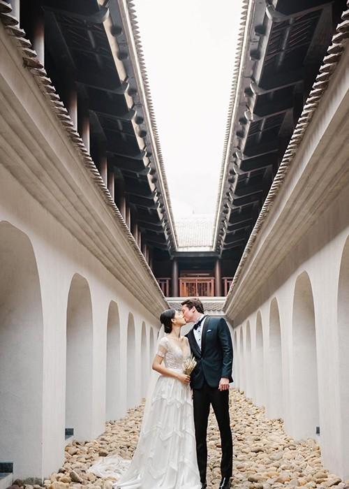 Á hậu, MC Hoàng Oanh tung hết ảnh cưới với chồng Tây  - ảnh 12