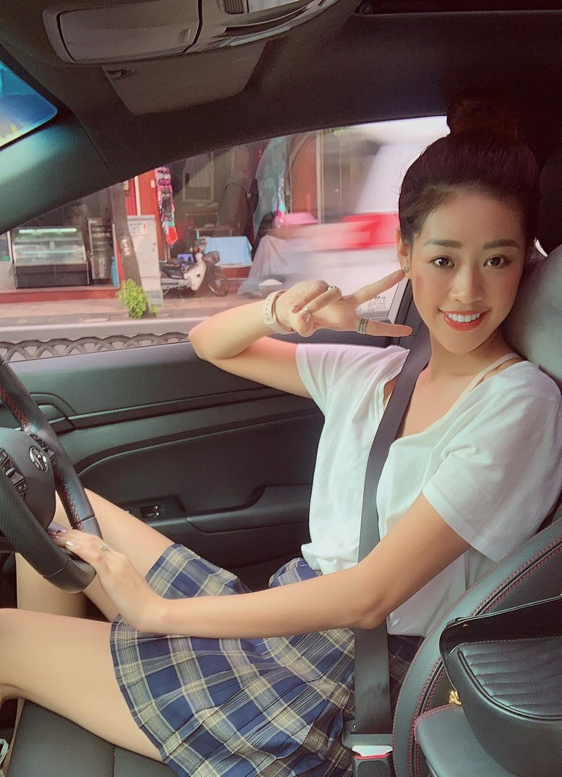 Ngắm nhan sắc đời thường của Tân Hoa hậu Hoàn vũ Khánh Vân - ảnh 16