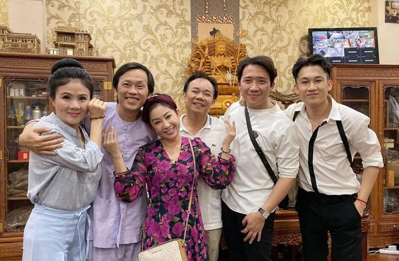 Trấn Thành chúc mừng NSƯT, danh hài Hoài Linh tròn tuổi 50 - ảnh 2