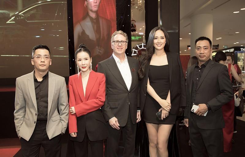 Mai Phương Thúy, Hoàng Thùy Linh, Sơn Tùng bùng nổ cuối năm - ảnh 2