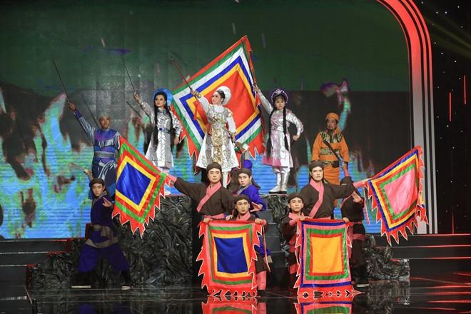 Danh ca Thái Châu, đạo diễn Lê Hoàng rơi lệ vì Nhã Thy - ảnh 1