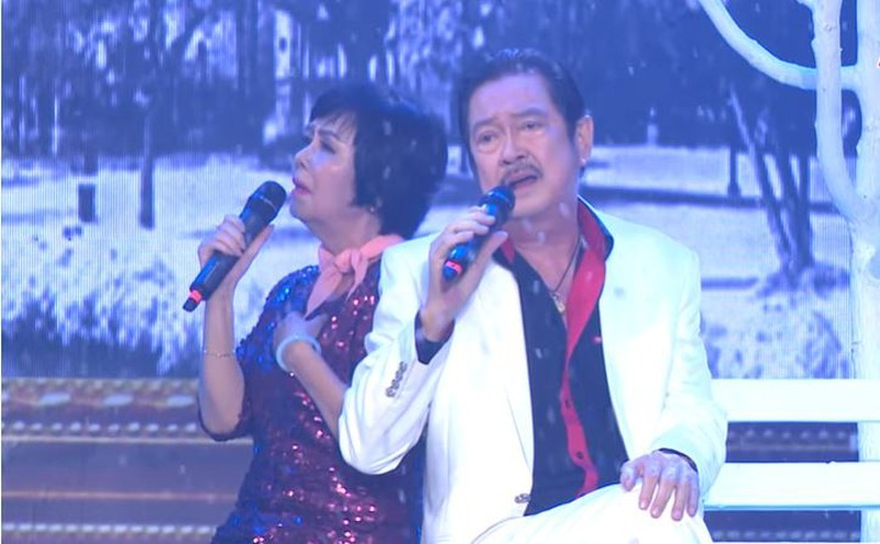 Có một ca sĩ, NSƯT Chánh Tín viết và hát lời Việt 'Tuyết rơi' - ảnh 1