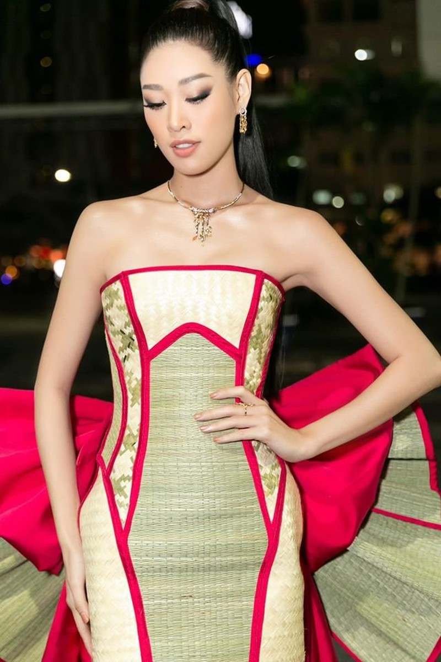 Hoa hậu Khánh Vân với thời trang chiếu độc lạ - ảnh 2