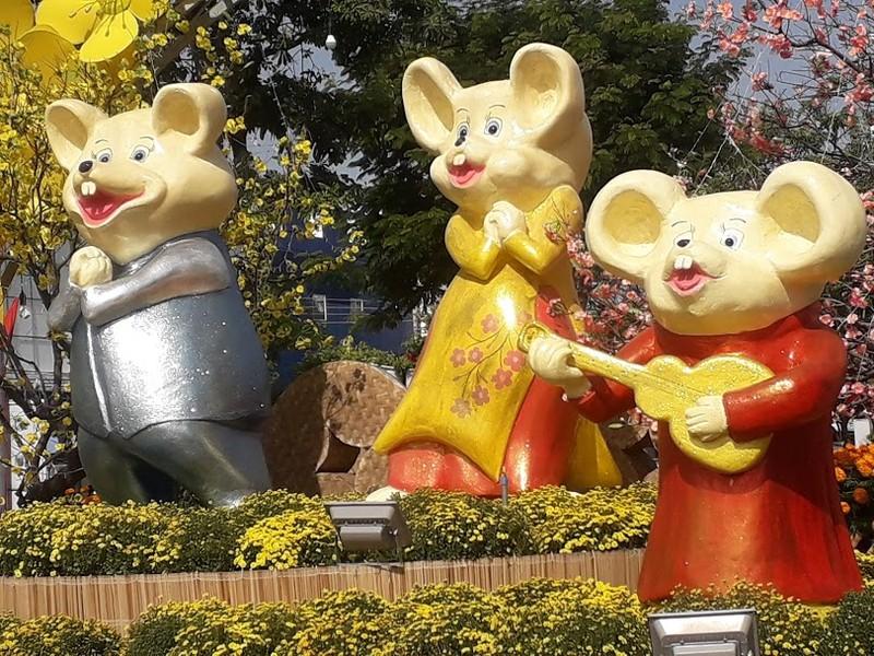 Gia đình Chuột vui nhộn ở đường hoa thành phố Cam Ranh - ảnh 3