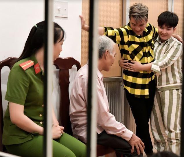 Đàm Vĩnh Hưng giúp cha và con gặp nữ phạm nhân ngày tết - ảnh 6
