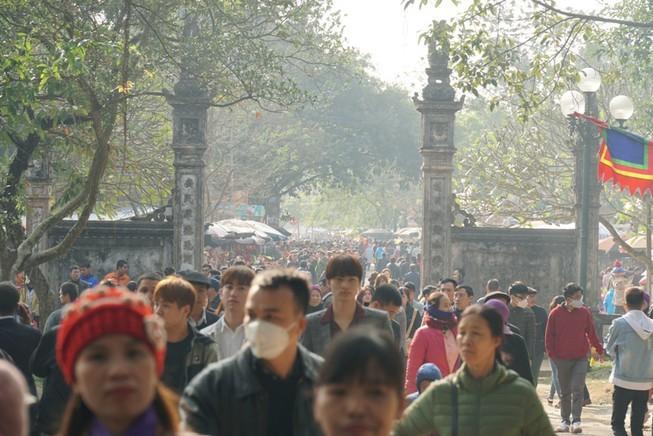Lễ hội Yên Tử, đền Trần, chọi trâu... tạm dừng vì dịch Corona - ảnh 2