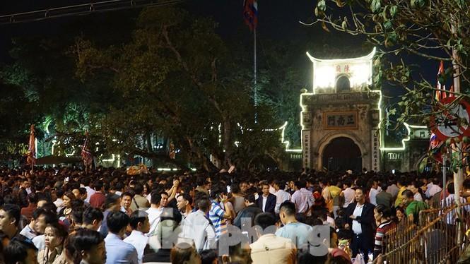 Lễ hội Yên Tử, đền Trần, chọi trâu... tạm dừng vì dịch Corona - ảnh 1