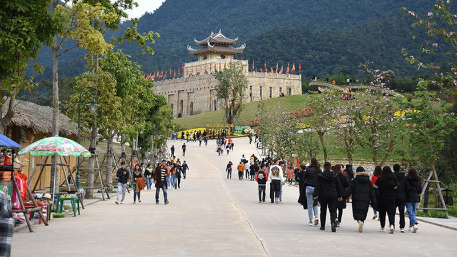 Lễ hội Yên Tử, đền Trần, chọi trâu... tạm dừng vì dịch Corona - ảnh 5