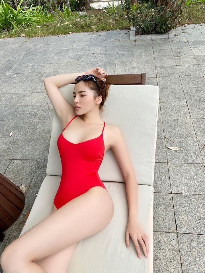 Hoa hậu Kỳ Duyên khoe bikini đỏ rực giữa trời Đà Lạt - ảnh 6